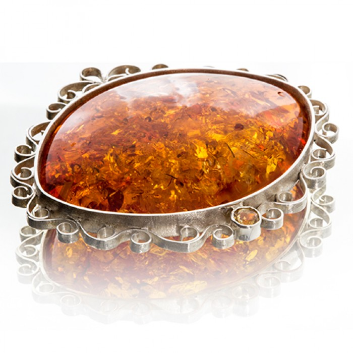 Pendant in Silver With Amber