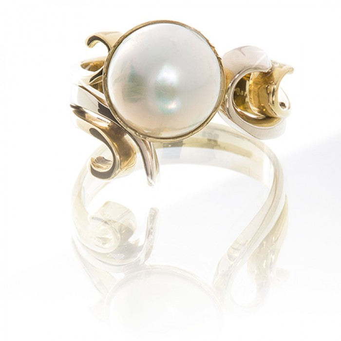 Ring in 18ct White Gold With a White Pearl